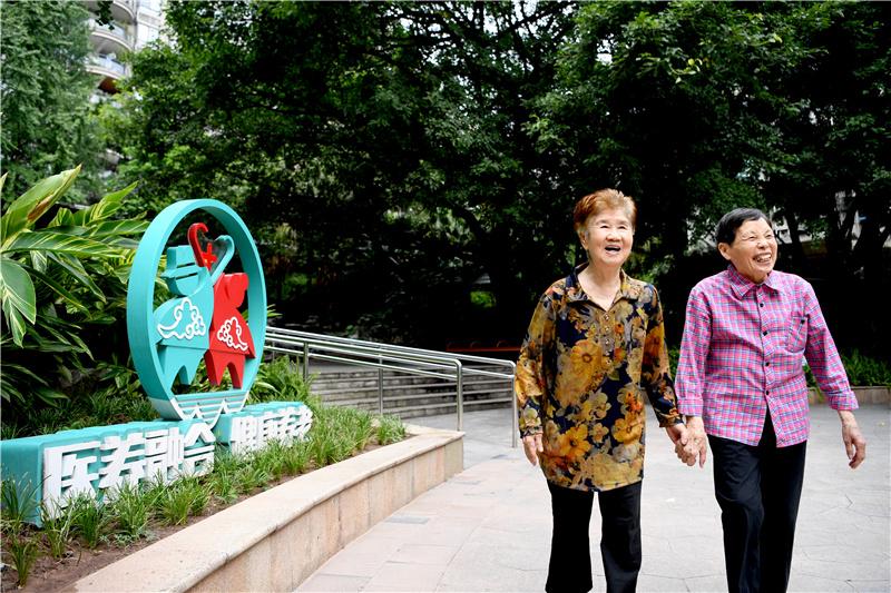 九龙坡区老人迈入社区养老中心_社区养老中心设计装修